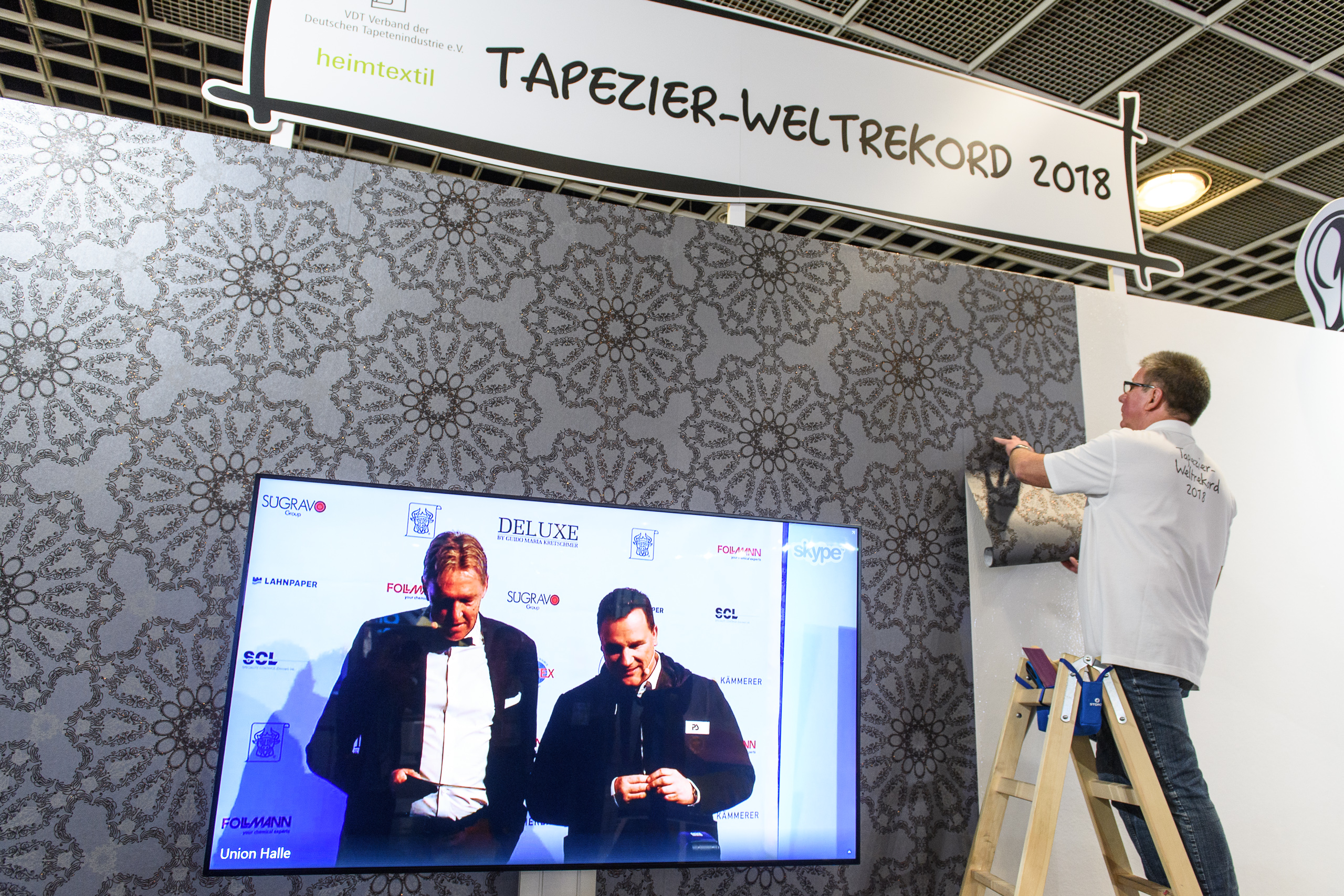 heimtextil-paperhanging-world record – Designer Guido Maria Kretschmer live from Frankfurt Union Hall
