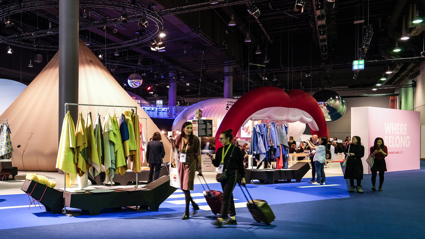 Visitors at Heimtextil at the trend space