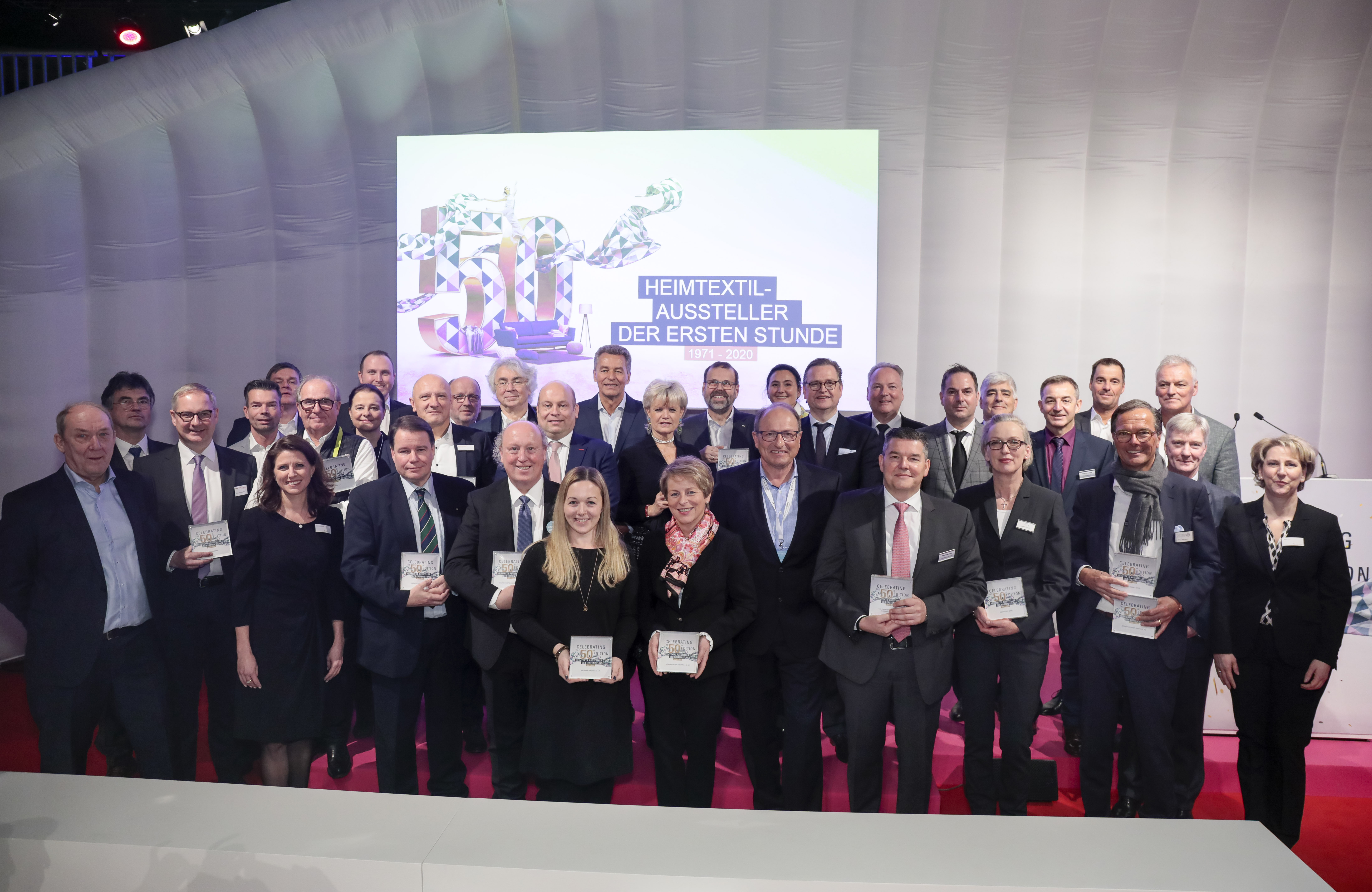 Awards ceremony for exhibitors from the very beginning / Group photo