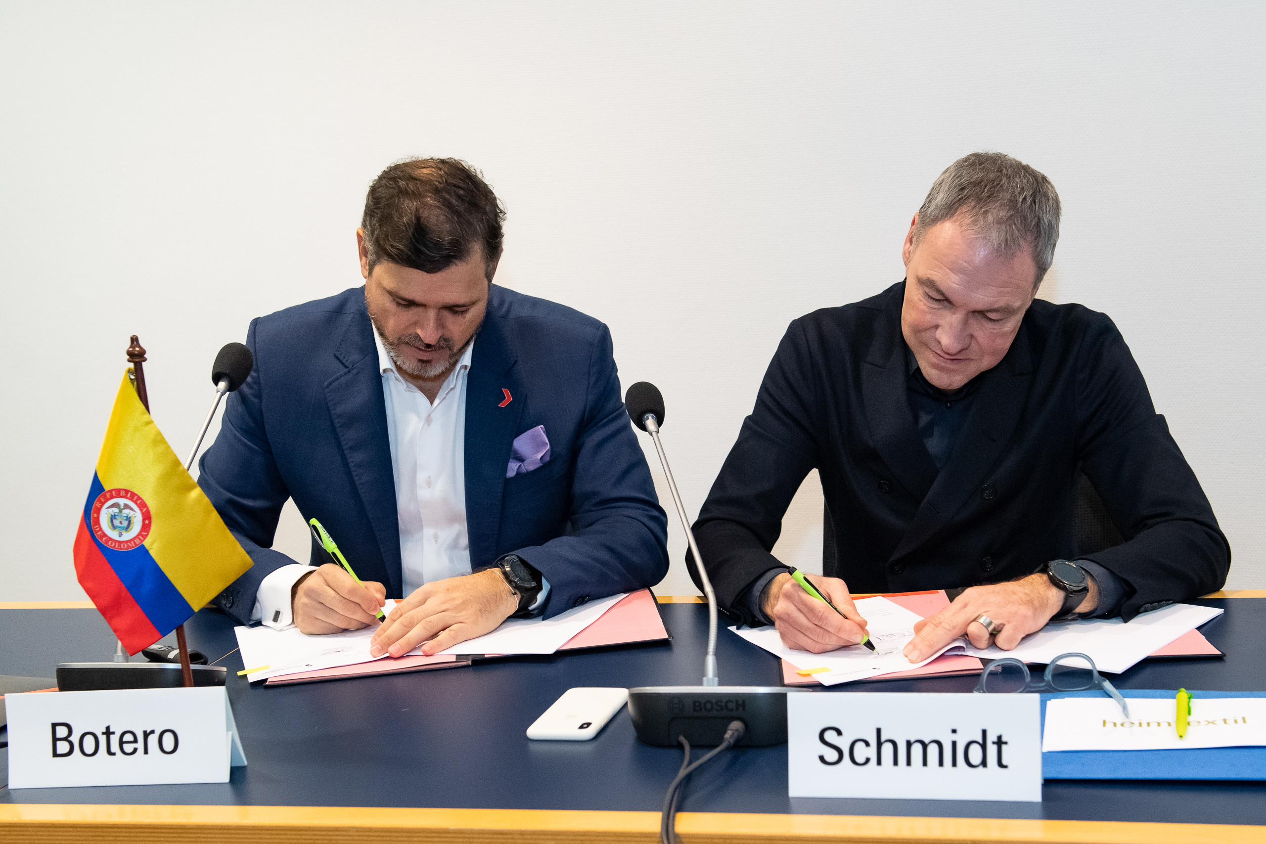 Heimtextil 2020, press conference and signing Heimtextil Colombia / Carlos Botero, CEO, Inexmoda and Olaf Schmidt, Vice President Textiles & Textile Technologies, Messe Frankfurt